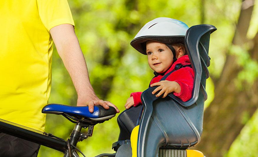 Tänk på säkerheten när du skjutsar barnet på cykeln